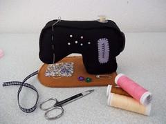 Maquina costura feltro (Márcia Alves Gonçalves de Lima) Tags: feltro alfineteiro agulheiro maquinacostura