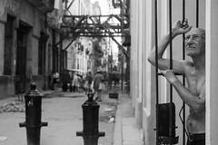 Y qu pasar maana? (alainmacias) Tags: portrait bw retrato anciano habanavieja canon450d cubavacaciones2012