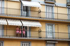 les triplettes de Deba (nicouze) Tags: spain espana espagne balcon immeuble fille girl girly pink dress rose robe jumelles triplettes twins nicouze deba balcony building yellow jaune fun funny pomponnette sisters soeurs hermanas