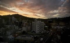 Atardecer urbano / Urban sunset (daniel.cross) Tags: ensayos atarcedersantiagourbano clarooscurosantiago espaciourbano