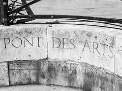 Pont des Arts (Brnys) Tags: pontdesarts memories pont bridge paris ledefrance france cadenas pontdelamour monochrome noiretblanc blackandwhite