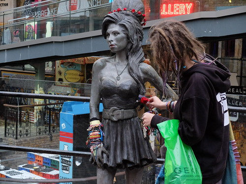 Statue de Amy Winehouse