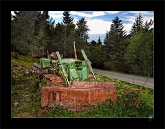 An ancient monster in the forest (Paco CT) Tags: wood tractor forest spain machine bosque esp maquina 2012 lleida valdaran cataluna gausac pacoct
