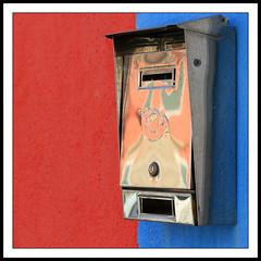 Burano mailbox (LeWaggis) Tags: italien blue venice red italy reflection mailbox rouge steel bleu venise rosso venezia reflexion italie stainless burano briefkasten inox rostfrei boiteauxlettres wibimfcb