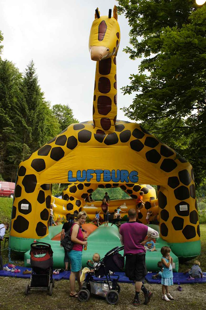 Giant Giraffe Castle (tkfrd97) Tags: Castle Fun Inflatable Giraffe Bouncing  Bouncycastle Jumpingcastle Luftburg