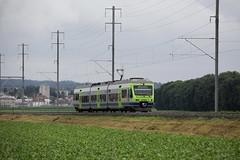 S5 Bern => Neuenburg / Neuchtel mit BLS NINA bzw. NINA RABe 525 13 unterwegs im grossen Moos zwischen Kerzers und Mntschemier im Kanton Freiburg in der Schweiz (chrchr_75) Tags: train de tren schweiz switzerland suisse swiss eisenbahn railway zug locomotive bern juli christoph svizzera bls bahn treno chemin centralstation fer 2012 locomotora tog juna lokomotive lok ferrovia spoorweg suissa locomotiva lokomotiv ferroviaria  1207 locomotief chrigu ltschberg  rautatie  zoug trainen ltschbergbahn  chrchr hurni chrchr75 chriguhurni albumblsltschbergbahn juli2012 hurni120701 albumbahnenderschweiz2012712 chriguhurnibluemailch albumzzz201207juli