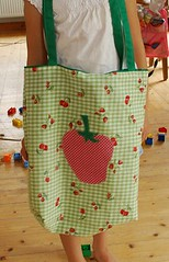 Big strawberry shopper (Two_tango) Tags: sewing crafting nhen tote shopper bag tasche einkaufstasche applikation applique erdbeere strawberry