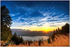 Grünberg Sonnenuntergang (Karl Glinsner) Tags: landschaft landscape österreich austria oberösterreich upperaustria salzakmmergut traunsee grünberg sunset sonnenuntergang gmunden see lake abend evening outdoor water wolken clouds