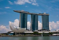 A Landmark Of 21th Century (TablinumCarlson) Tags: singapur singapore lion city garden red dot skyline marina bay asien asia far east leica m8 m 28mm summicron republic    straits johor sands hotel singapura architektur museum landmark moshesafdie aedas arts artscience
