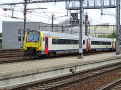NMBS/SNCB 4124 @ Antwerpen-Berchem (Sim0nTrains Photos) Tags: antwerpenberchem antwerpenberchemstation antwerpenberchemrailwaystation dmu dieselmultipleunit nmbs nmbssncb sncb class41 4124 alstom belgiannationalrailways