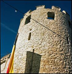 Medieval Tower in Nierstein (manni39) Tags: tower 120 6x6 film vintage mediumformat square iso100 fuji tour shadows medieval fujireala bronica vintagecamera nikkor turm schatten reala s2 ombres rollfilm nierstein bronicas2 mittelformat moyenformat zenza zenzabronica nikkorp nikkor75mm28