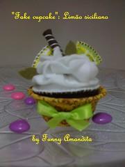 Cupcake de feltro: limo siciliano (Funny Amandita) Tags: cupcake cupcakedefeltro docesdefeltro cupcakedecorativo docesdetecido docesdecorativos