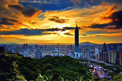 象山 - Elephant Mountain - Taipei (urbaguilera) Tags: city trees sunset red mountain elephant color sol beautiful architecture clouds skyscraper photoshop de landscape atardecer arquitectura nikon scenery asia daniel edificio ciudad tokina 101 cielo nubes taipei 台北 城市 puesta 山 日落 風景 aguilera rascacielos 象山 漂亮 cs5 d5000 台彎 1116mm urbaguilera
