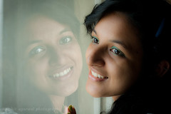 Beauty reflected ! (harshit _agarwal) Tags: portrait india reflection green girl beauty smile fashion feminine indian posed naturallight teenager