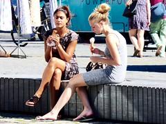 Summer ; ijsje eten op de Bossche markt . (Franc Le Blanc .) Tags: panasonic lumix shertogenbosch girls eatingicecream seated sitting market summer people sit mariapaviljoen