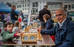 Playing chess (Adri Pez) Tags: chess ajedrez kids boy kinderen nio nios man hombre people gente playing jugando city ciudad kortrijk flandes occidental flanders west vlaanderen belgium blgica belgi europa europe