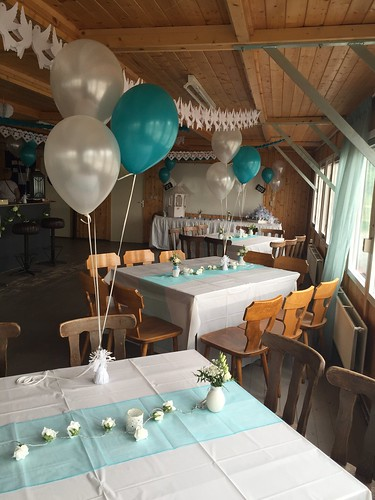 Tafeldecoratie 3ballonnen Metallic Wit en Turquoise Manege Rozenburg