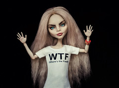 Where The Food (Klio.13) Tags: monsterhigh monster high mattel dolls dollphotography toys toyphotography ooak custom customdoll ghoulia ghouliayelps caradelevingne caradelevingnedoll printedtshirt handmadeoutfit