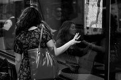 165A (Davide Filippini ) Tags: nyc newyorkcity people blackandwhite bw usa ny newyork monochrome america blackwhite pessoas unitedstates gente noiretblanc unitedstatesofamerica talk bn menschen personas persone personnes biancoenero     statiuniti    negroyblanco   peopletalking  statiunitidamerica davidefilippini    nikond5000 nikkorafs50mmf18g peoplewhotalk peoplethattalk