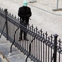 Green head (Julio Lpez Saguar) Tags: verde green mask prague head praga cabeza czechrepublic anonymous careta repblicacheca annimos juliolpezsaguar