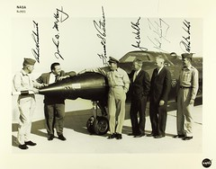 Anglų lietuvių žodynas. Žodis test pilot reiškia test pilotas lietuviškai.