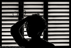 "Srie ""Portrait  la fentre"" 03 (IMG_4944) (Erwan Pottier) Tags: portrait white black luz window branco backlight ventana la noir  y noiretblanc retrato negro preto e shutters shutter janela erwan et fentre blanc contra contrejour volets 2012 postigos pottier nergo"