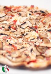 """Pizza!"" [129/366] (Domonte Design) Tags: italy food italia dof bokeh comida pizza 55mm meal menjar pdc rokkor zanti colaboracion salvix domonte 366project2012 domonte366project2012 366project2012mayo"