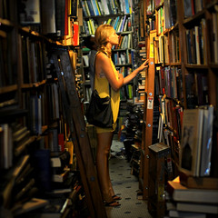 Bookman's Corner (Viewminder) Tags: chicago love reading exploring joy happiness books learning karma kindness understanding havingfun usedbookstore lovinglife discovering yolo livingwell bookmanscorner viewminder barefootatthebookstore barefootinchicago