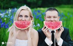 swietliste-fotografujemy-emocje-fotografia-slubna-usmiech-arbuz-watermelon