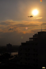 Hot flight (Otaclio Rodrigues) Tags: helicptero helicopter prdosol sol sun prdios buildings rio river antenas antennas nuvens clouds contraluz againstlight silhuetas silhouettes urban cidade city resende brasil oro