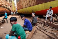 Shipyard workers - Dhaka, Bangladesh (Maciej Dakowicz) Tags: bangladesh dhaka city keraniganj shipyard work labour ship shipbreaking repair worksers