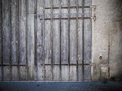 Wooden door (schauplatz) Tags: neidlingen schwbischealb wanderung door gate tor holz wood old worn alt scheune barn