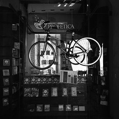 Profética (Casa De La Lectura) (Jesus Guzman-Moya) Tags: bw blancoynegro bicycle méxico square mexico library bicicleta puebla iphone librería chuchogm jesúsguzmánmoya jesusguzmanmoya iphoneography