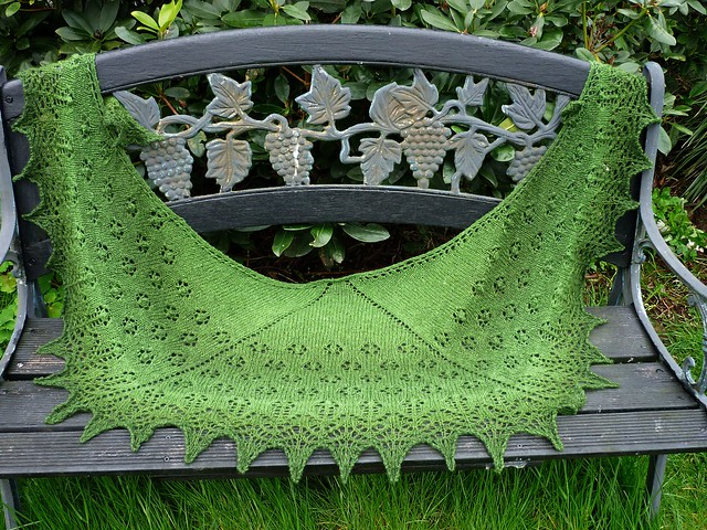 Spring Flowers Shawl by Beyenburgerin Brigitte