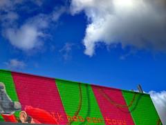 ik zag kleur (sindala) Tags: touw rope sky lucht color colour kleur mario clouds wolken bleu blauw groen green red rood achterbuurt vogelaarishiernognietklaar getto