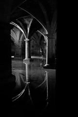 El Jadida_cisterna portuguesa (Dani Alvarez Caellas) Tags: people bw reflection blancoynegro water monochrome architecture reflex arquitectura agua eau cit morocco maroc reflejo column marruecos gent aigua marroc blancinegre columna brancoepreto candidportrait eljadida  portugaise dukala