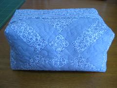 Necessaire (Zion Artes por Silvana Dias) Tags: bag quilt patchwork bolsa bolsinha necessaire necessairepatchwork necessairetecido zionartes