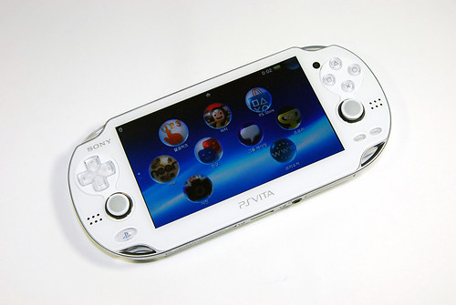 PS Vita CRYSTAL WHITE
