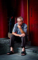 The thinker (Pedro Manuel Monteiro) Tags: people color travelling portraits photography singapore asia chinatown age