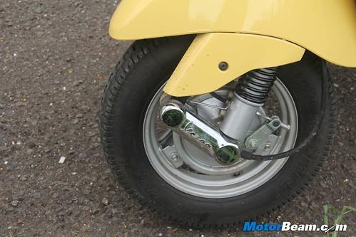 Piaggio-Vespa-LX125-25