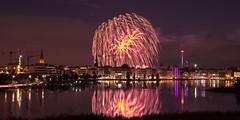Big Bang! (uwe1904) Tags: citylights deutschland dortmund feuerwerk himmel lichter nachtaufnahmen pentaxk3 ruhrpott spiegelung stadtlandschaft phönixsee nrw d