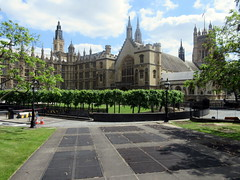 IMG_5945 (Autistic Reality) Tags: newpalaceyard yards london uk unitedkingdom britain greatbritain unitedkingdomofgreatbritainandnorthernireland england architecture building structure greaterlondon innerlondon housesofparliament city westminster cityofwestminster palaceofwestminster palace parliament government capitol governmentbuilding seatofgovernment legislature charlesbarry augustuswelbynorthmorepugin augustuspugin sircharlesbarry hughherland henryyevele