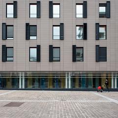 Fentres sur cour (Julien Rode) Tags: architecture city couleurs fentres gomtrie issylesmoulineaux personnage portfolio rue rflexion street urban ville