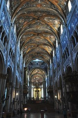 Nef, cathdrale romane (XIIe sicle), Parme, Emilie-Romagne, Italie. (byb64 (en voyage jusqu'au 09-10)) Tags: parme parma pr prma provincedeparme provinciadiparma emilieromagne emilia emiliaromagna emilie italie italy italia italien europe eu europa ue cit city citta ciudad town statd ville cathdrale cathedral catedrala duomo dom roman romanico romanesque romanesqueart artroman xiie 12th