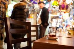 A Negotiation in the Gran Bazaar (-LucaM- Photography WWW.LUCAMOGLIA.IT) Tags: 35mm canon f14 14 istanbul 5d gran vendor bazaar negotiation bazar turkish dealer turchia instanbul t turco commerciante contrattazione