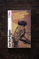 Charlie Chan ja kiinalainen papukaija (mikasoikkeli) Tags: book paperback cover pulp earlderrbiggers finnishedition charliechanjakiinalainenpapukaija thechineseparrot