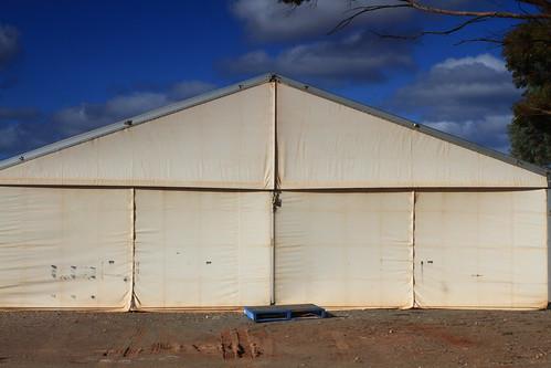 tent and pallet, Parachilna