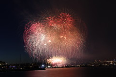 Tooo many in the frame !! (rkottakkal) Tags: seattle fireworks lakeunion july4 independenceday gasworkspark 2012 family4th