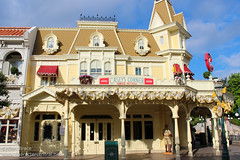 Wandering up Main Street USA (Disney Dan) Tags: travel summer vacation france june restaurant mainstreet europe fastfood disney mainst fr 2012 disneylandparis dlp mainstreetusa disneylandresortparis dlrp marnelavalle mainstusa disneypictures counterservice parcdisneyland disneyparks disneypics caseyscorner quickservice quickservicerestaurant disneylandparispark counterservicerestaurant