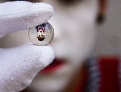 Mimo (Nanihta (Sol Vzquez)) Tags: boy red portrait espaa white man reflection male art blanco sol photoshop de photography spain rojo dof circo marioneta bokeh circus retrato clown gloves chico cristal rosso cirque bianco ritratto clochard guantes fotografa vazquez buble canica nanah conceptualph